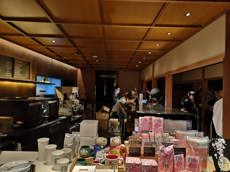 starbuckskyoto07106 Kyoto-星巴克 京都二寧坂ヤサカ茶屋店 滿滿日式京町風格 全球唯一榻榻米設計但搶不到