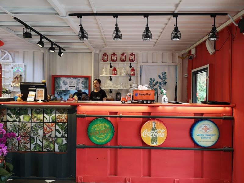 rainbowcoffee08 峨眉-89咖啡 美麗蜿蜒台三線旁的一抹彩虹貨櫃屋