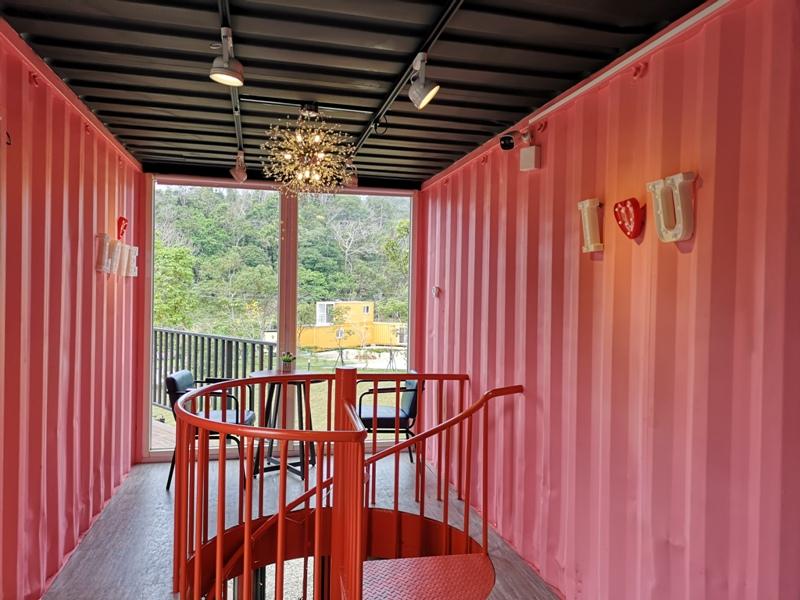 rainbowcoffee12 峨眉-89咖啡 美麗蜿蜒台三線旁的一抹彩虹貨櫃屋