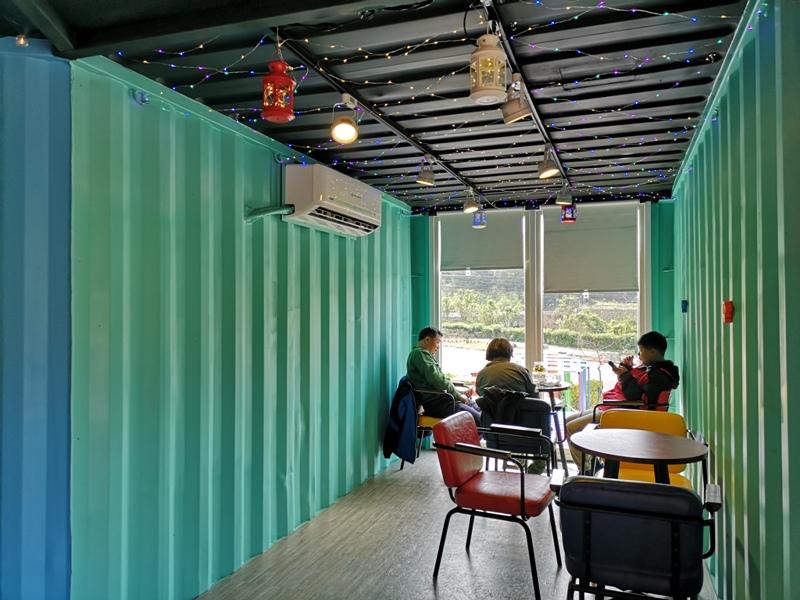 rainbowcoffee14 峨眉-89咖啡 美麗蜿蜒台三線旁的一抹彩虹貨櫃屋