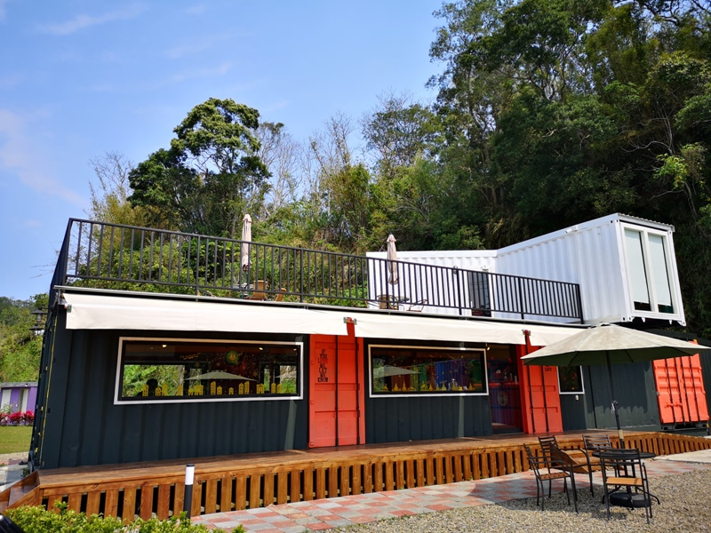 rainbowcoffee21 峨眉-89咖啡 美麗蜿蜒台三線旁的一抹彩虹貨櫃屋