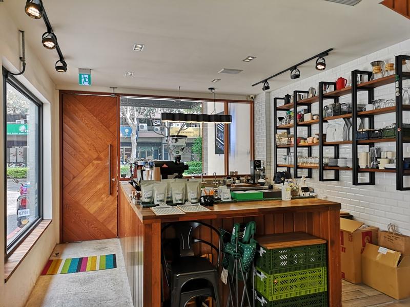 hausinc09 台中北區-HAUSINC CAFE簡約現代明亮舒適 一杯咖啡飲春光