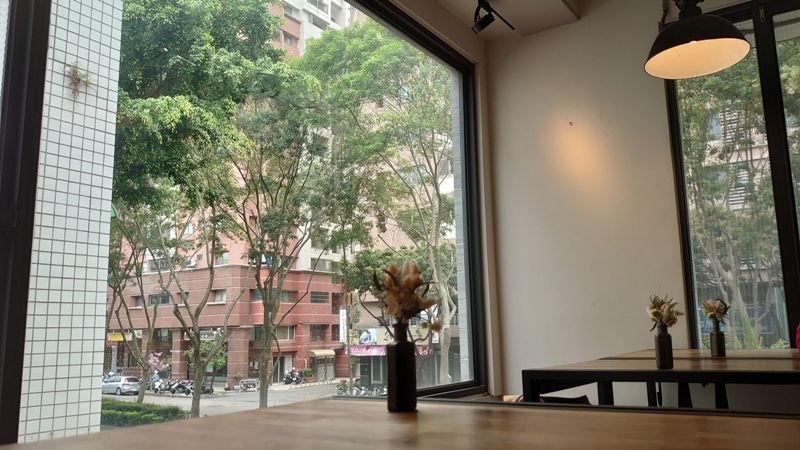 hausinc11 台中北區-HAUSINC CAFE簡約現代明亮舒適 一杯咖啡飲春光