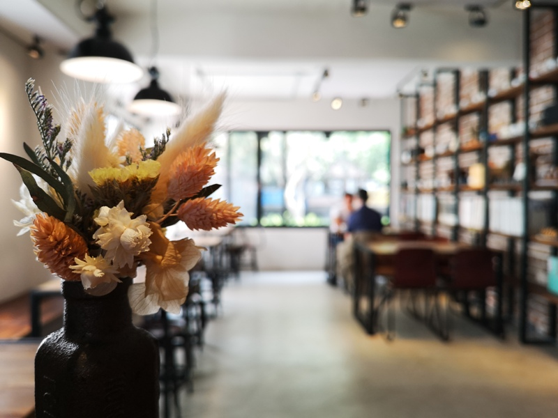 hausinc17 台中北區-HAUSINC CAFE簡約現代明亮舒適 一杯咖啡飲春光