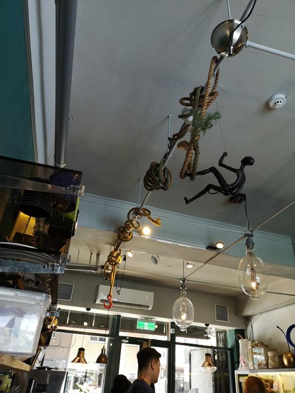 tuman16 基隆-圖們咖啡 正濱漁港彩色屋之黑色大方咖啡館 漁港風光盡收眼底