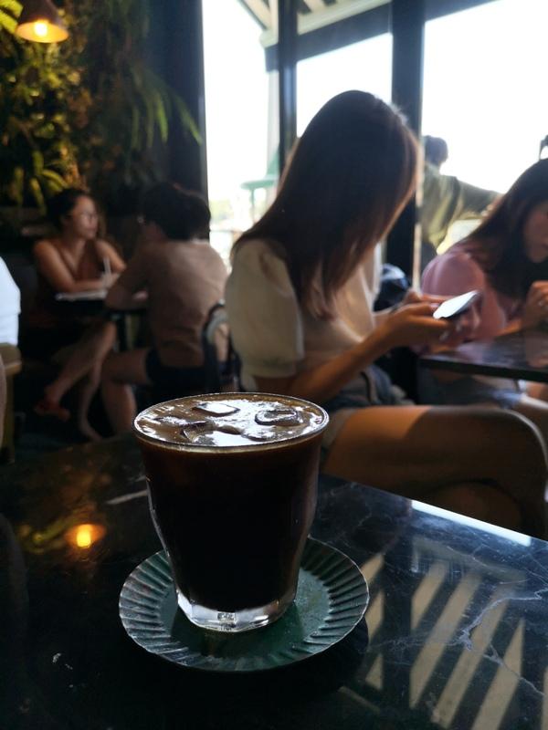 tuman20 基隆-圖們咖啡 正濱漁港彩色屋之黑色大方咖啡館 漁港風光盡收眼底
