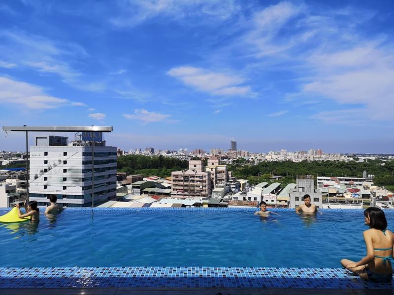 hotelday33 嘉義-桃城茶樣子 最美的飯店 最狼狽的泳池照