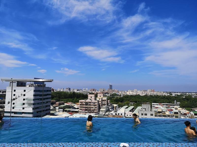 hotelday35 嘉義-桃城茶樣子 最美的飯店 最狼狽的泳池照