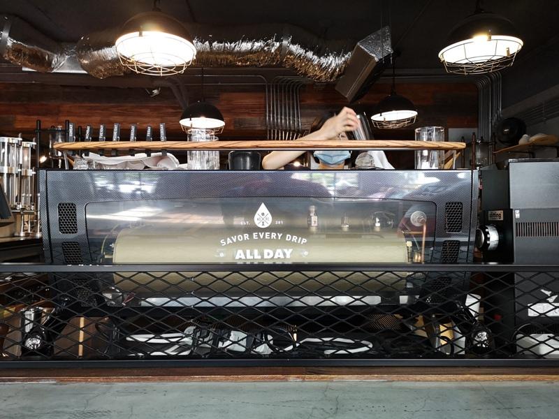 allday09 松山-All Day Roasting Company帶著工業風的咖啡名店 坐落民生社區好清幽