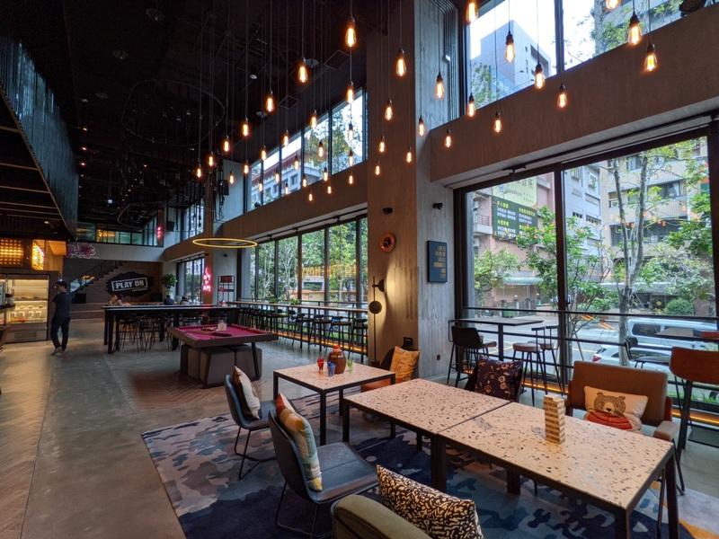 moxytaichung26 南屯-Moxy台中 萬豪潮飯店又一間 簡約IKEA風大廳宛如遊戲間