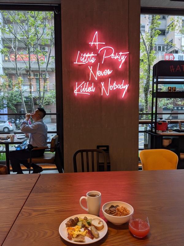 moxytaichung31 南屯-Moxy台中 萬豪潮飯店又一間 簡約IKEA風大廳宛如遊戲間