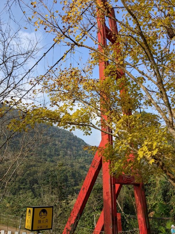 maplenorthcape03 尖石-楓北角 綠樹紅橋白屋 北角吊橋旁景觀咖啡