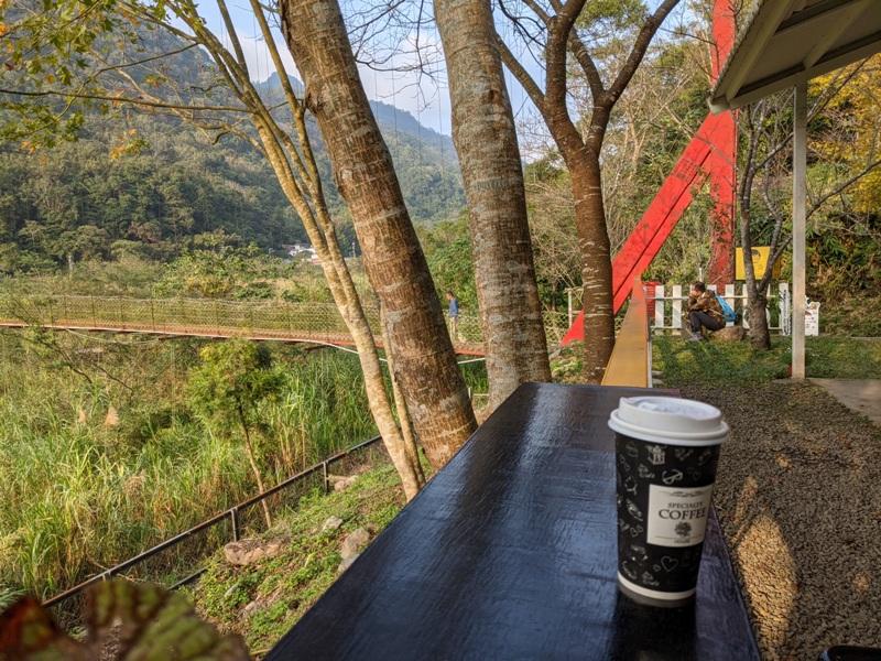 maplenorthcape26 尖石-楓北角 綠樹紅橋白屋 北角吊橋旁景觀咖啡