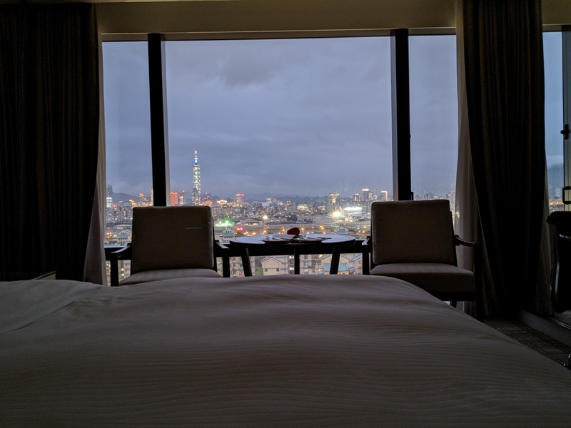 marriotttaipei5117 中山-台北萬豪 眺望松山機場與101 不夠大器的五星酒店
