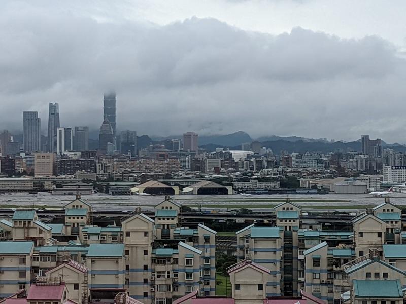 marriotttaipei5119 中山-台北萬豪 眺望松山機場與101 不夠大器的五星酒店