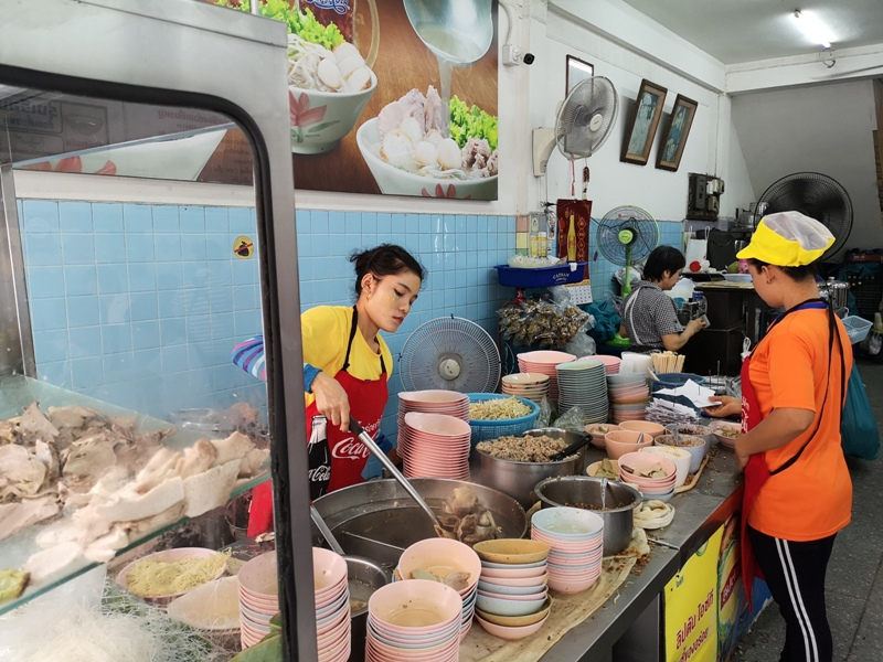 rungrueang06 Bangkok-泰榮米湯粉Guay Tiew Mu Rung Ruean必比登推薦 一碗再一碗的米粉湯