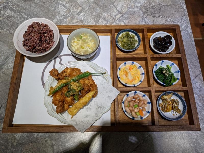 sauteyard05 竹北-小院子 現在客家風 馬告炸雞酥脆 總匯很夠味
