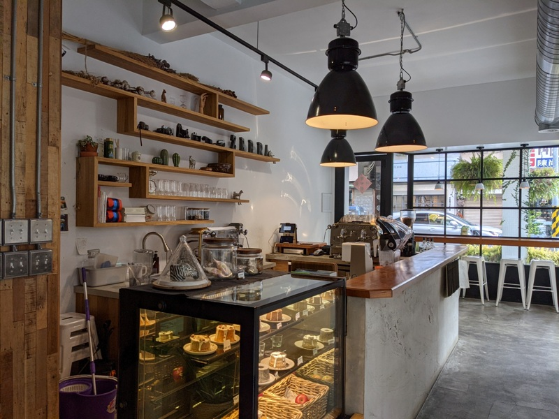 zebraapartment05 台中西區-斑馬公寓咖啡 木頭植栽玻璃屋
