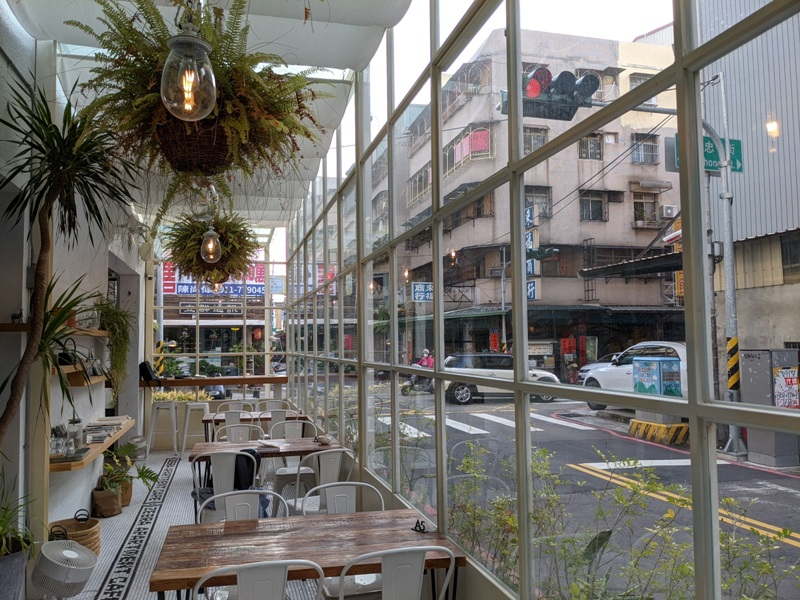 zebraapartment11 台中西區-斑馬公寓咖啡 木頭植栽玻璃屋