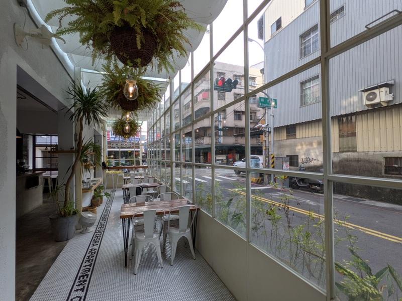 zebraapartment12 台中西區-斑馬公寓咖啡 木頭植栽玻璃屋