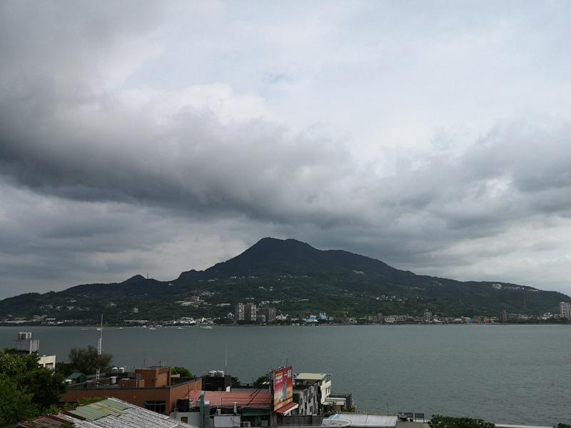 guanyin01 八里-觀音山 硬漢嶺 景色開闊享受臺北盆地大屯山與台灣海峽