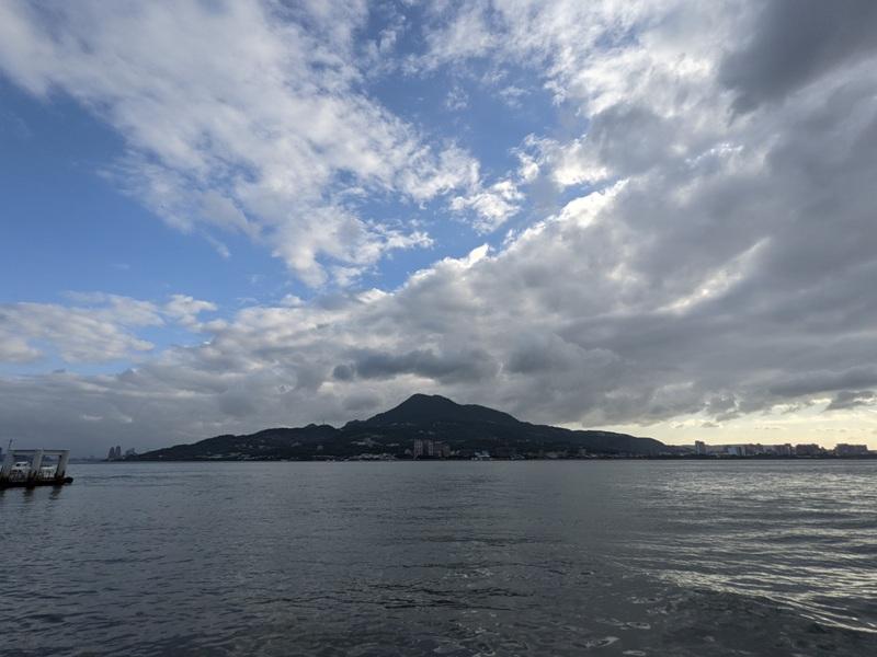 guanyin02 八里-觀音山 硬漢嶺 景色開闊享受臺北盆地大屯山與台灣海峽