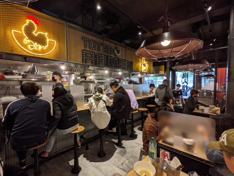 totto04 萬華-鳥人拉麵 西門店 雞白湯清爽 大塊軟嫩雞肉+香嫩叉燒