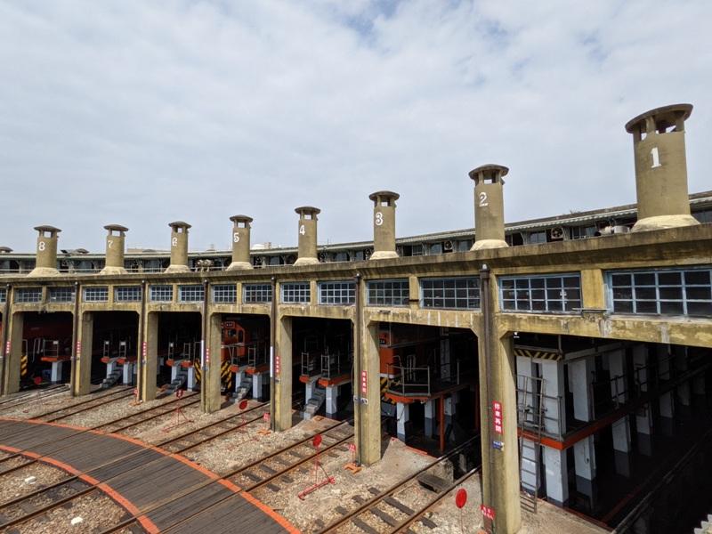 trainhouse01 彰化-扇形車庫 與火車頭的近距離接觸