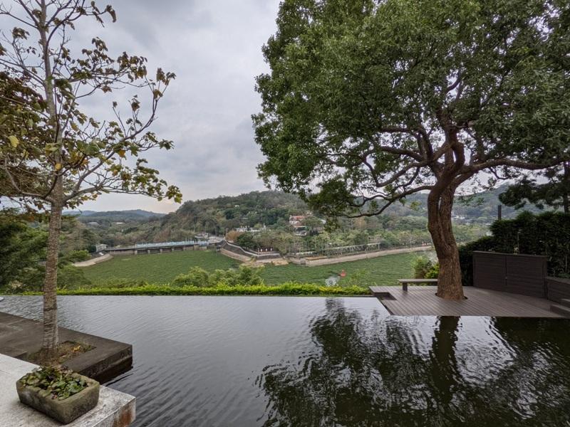 erchuan12 峨眉-二泉湖畔咖啡 依山傍水幽靜清水模建築 賞峨眉湖美景