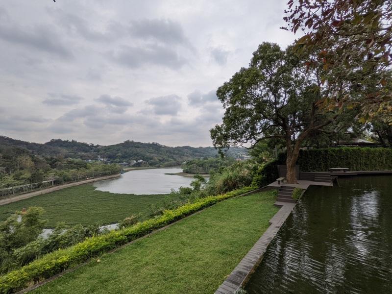 erchuan13 峨眉-二泉湖畔咖啡 依山傍水幽靜清水模建築 賞峨眉湖美景