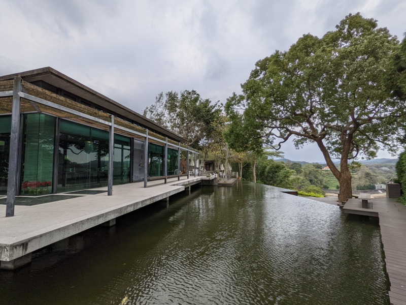 erchuan20 峨眉-二泉湖畔咖啡 依山傍水幽靜清水模建築 賞峨眉湖美景